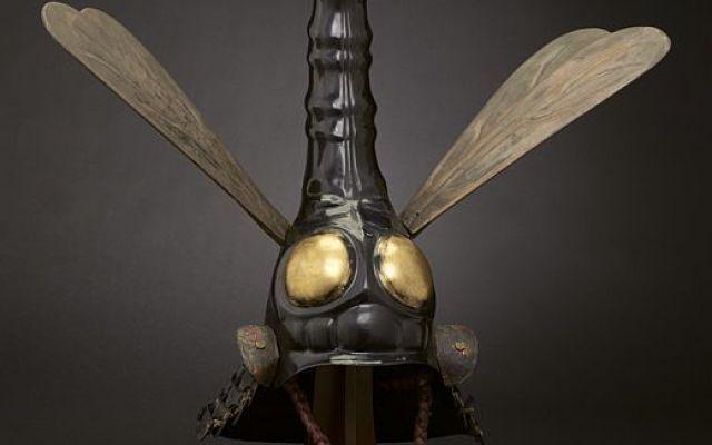 """Sembra uscito da un film di Hollywood l'elmo libellula che usavano i samurai nel 1600 Lo stupefacente e bellissimo, """"Dragonfly Helmet"""", è stato creato dagli artigiani giapponesi nel XVII secolo, ed è attualmente conservato al Minneapolis Institute of Arts. Sembra uscito direttamente d #arte #artigianato #giappone #militaria"""