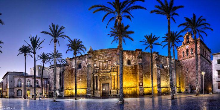 """EXPOSICIÓN """"Almería, una mirada al Centro"""" (Panoramica de la Catedral) - <b>44 imágenes en gran formato de espacios emblemáticos del Centro Histórico de Almería</b>    Autor: Domingo Leiva    Fecha: HASTA EL 15 DE SEPTIEMBRE    Horario: de 19 a 21,30 horas (de lunes a Viernes)    Lugar: Centro de Exposiciones y Congresos de El Toyo    <a href=""""http://dleiva.com/2012/07/13/exposicion-de-imagenes-en-gran-formato-del-centro-historico-de-almeria/"""">Más información</a>"""