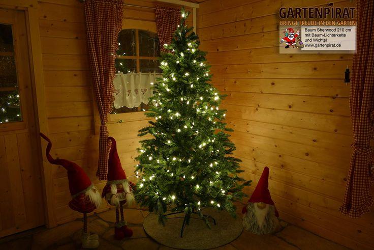 #Künstlicher #Tannenbaum Sherwood 215 cm geschmückt mit #Kerzen #Lichterkette #Deko: #Wichtel und #Filzunterlage