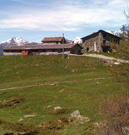 Valle d'Aosta - Alpage Croux - La Magdeleine, in posizione panoramica sulle vallate di Torgnon e Antey Saint André a 2000 m s.l.m.