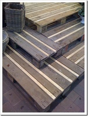 pallet deck/stairs with filler wood - no disassembly of pallets + no gaps = perfection!