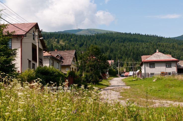 village Šumiac with her typical houses - with mountain Kráľova hoľa http://www.sumiac.sk/