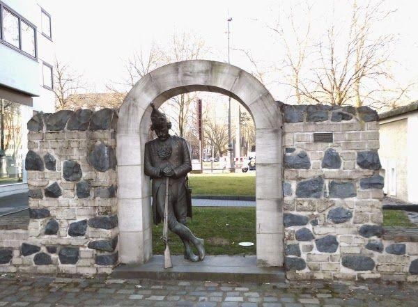 Schlafender Soldat an der Ulrepforte >>> Köln