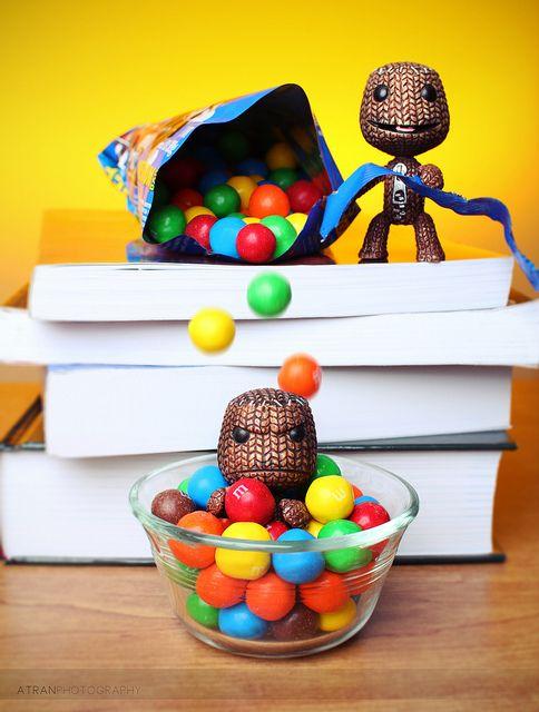 How cute!little adorable sacks having fun with snacks!!