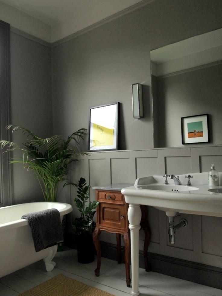 grey bathroom panelling by Greg Penn