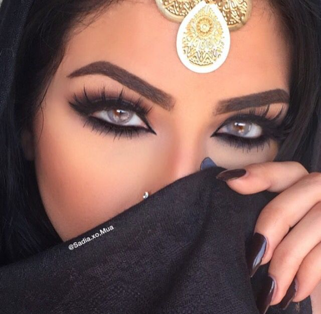 Glamorous Arabic Makeup With Fierce Black Smokey Eyes