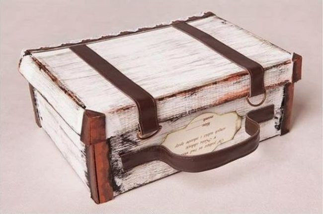 "With this <a href=""http://theideaking.blogspot.co.uk/2014/02/diy-suitcase-out-of-shoe-box.html"" target=""_blank"">DIY shoebox suitcase</a>, you can pack up all your favorite trinkets."