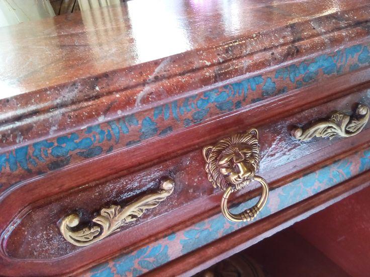 Κλασσική γραμμή επίπλου, λουσάτο μπαρόκ, συντεριασμένα με το μοντέρνο τιρκουάζ... Classical furniture line, lavish Baroque, matched with modern turquoise ...