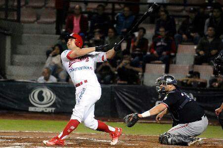 Ciudad de México a 1 de noviembre. - En juego de volteretas, los Diablos Rojos derrotaron a los Petroleros de Salamanca seis carreras a cinc...