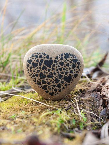 Valentinstagsgeschenk, Steine bemalen, schöne Grafik, Idee für eine Karte