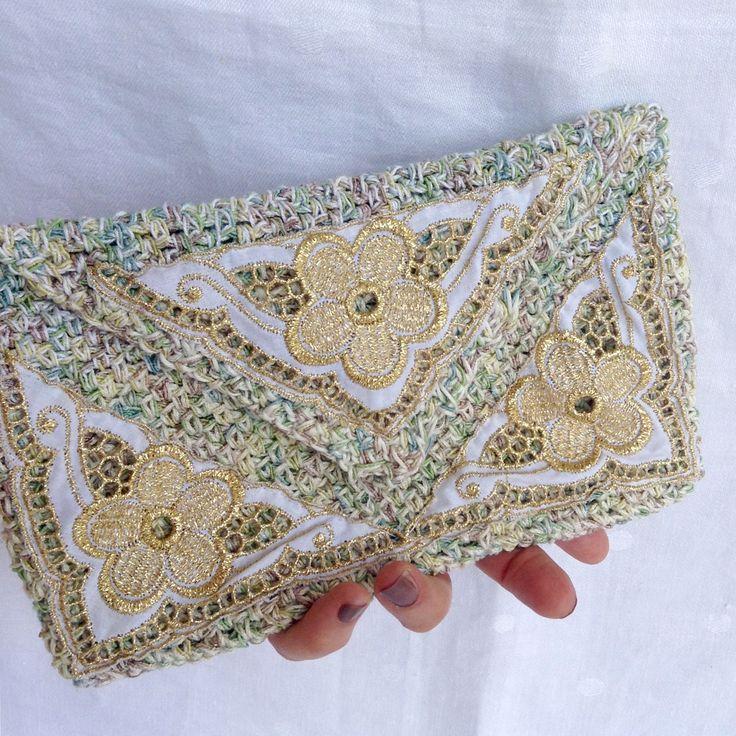 Bustina, pochette decorata con pizzo dorato - Sfidanti Distanti Romagna : Borsette di bags-dream-team