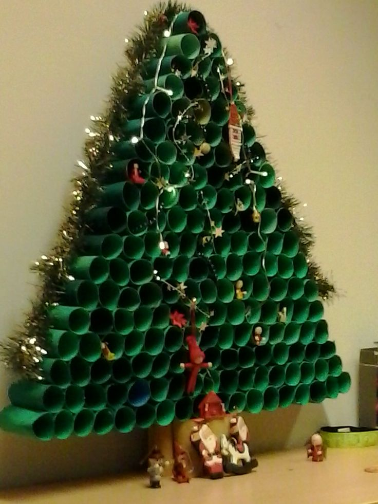 A large toilet paper roll christmas tree - #DIY #craft #home #decor #christmas #holiday http://ishinchi.com/ http://watches.ishinchi.com/