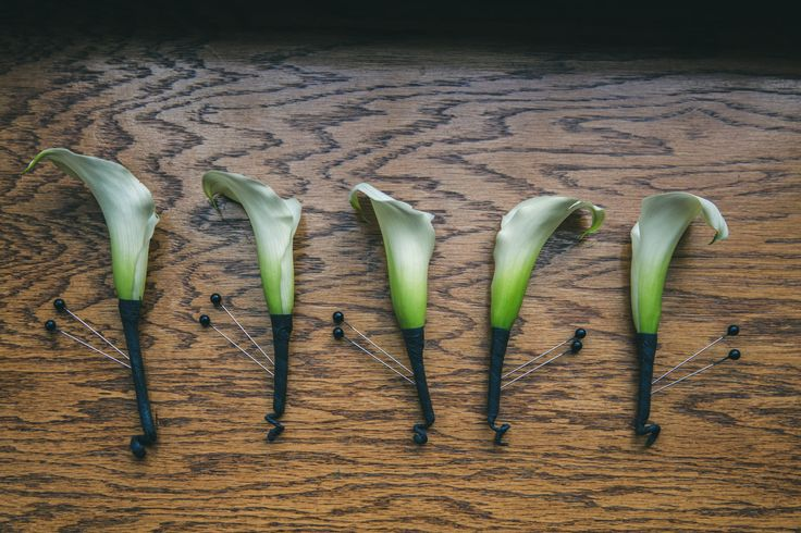 Groom's and Groomsmen Boutonnières - White Calla Lilies  http://www.fusion-events.ca/