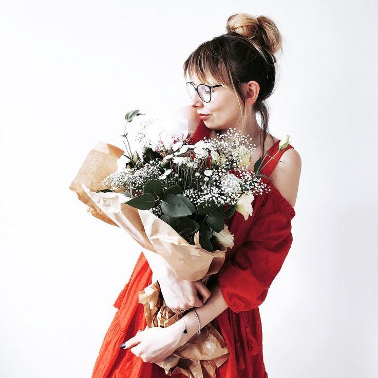 Szybki check-in i pędzę na Hale Targowa po świeże owoce ❤️do french tołstów będą jak znalazł ����miłej soboty moi Drodzy ��#goodmorning #goodmood #girl #me #metoday #selfie #messyhair #messyhairdontcare #flowers #flowergirl #flowerstagram #flowerslovers #flowersmagic #springishere #instadaily #photooftheday #inspiremyinstagram #darlingmovement #darlingweekend #thatsdarling #nothingisordinary #tv_living #tv_lifestyle #thehappynow #liveauthentic #mybeigelife #whatiwore #mystyle #momentsofmine…