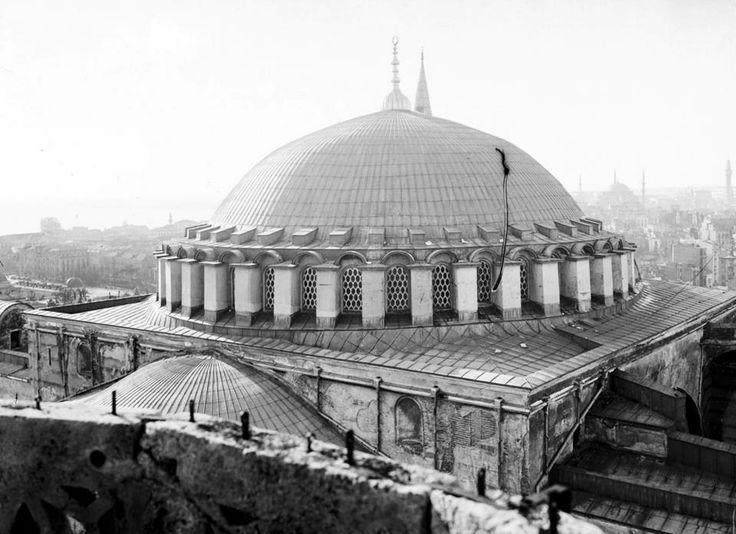 1902-Ayasofya ana kubbe ve çevresinden genel görünüm