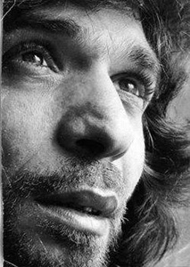 José Monje Cruz (5 December 1950 – 2 July 1992), better known by his stage name Camarón de la Isla, was a Spanish flamenco singer. Considered one of the all time greatest flamenco singers, he was noted for his collaborations with Paco de Lucia and Tomatito, and the three of them were of major importance to the revival of flamenco in the second half of the 20th century. (Wiki)