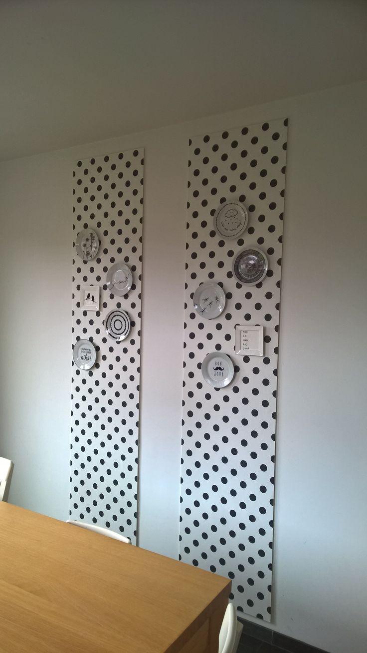 Paneel met behang en bord gemaakt met porselein stift
