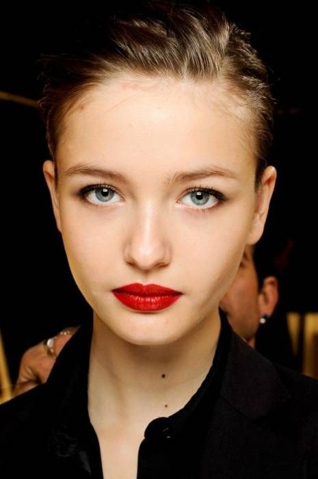 natural make up red matte lips: Red Lipsticks, Beautiful Makeup Hair, Fresh Faces, Deep Red Lips, Fair Skin Lips, Major Red, Kristina Romanova, Classic Red, Makeup Red Lips