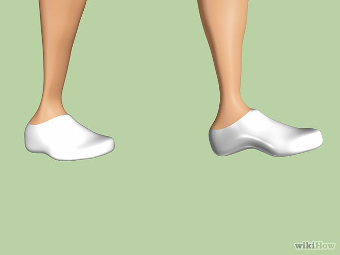 Method 2 of 3: Shrinking Overly-Toned Calves Step on your entire foot whenever you can.
