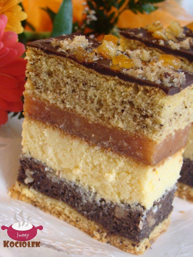 Składniki: Składniki na ciasto kruche: 20 dag mąki pszennej tortowej 10 dag margaryny 3 łyżki cukru pudru 2 żółtka 1 łyżeczka prosz...