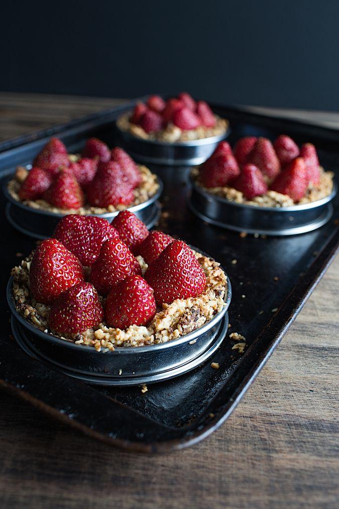 Chez Us | Vegan Hazelnut Strawberry Tarts | http://chezus.com