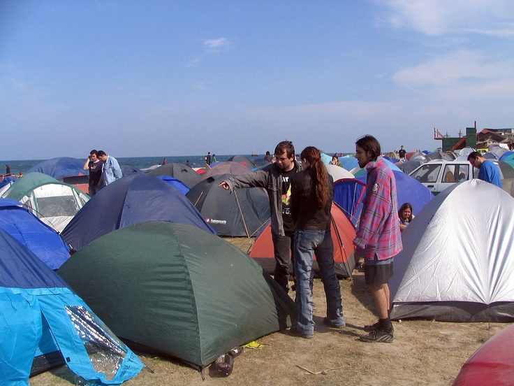 http://upload.wikimedia.org/wikipedia/commons/thumb/d/d5/Camping_Vama_Veche.jpg/1024px-Camping_Vama_Veche.jpg