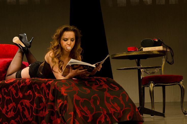 Żona Króla Leara - Izabella Rzeszowska, fot. Andrzej Wencel Żona króla Leara. Czarna komedia. to spektakl o bezrobotnym aktorze, upokarzanym nieustannym chodzeniem od castingu do castingu. Podjęty trud nie daje jednak efektu w postaci roli. - See more at: http://spektakl.org/2012/04/27/zona-krola-leara-czarna-komedia/#sthash.LQVYhHIt.dpuf