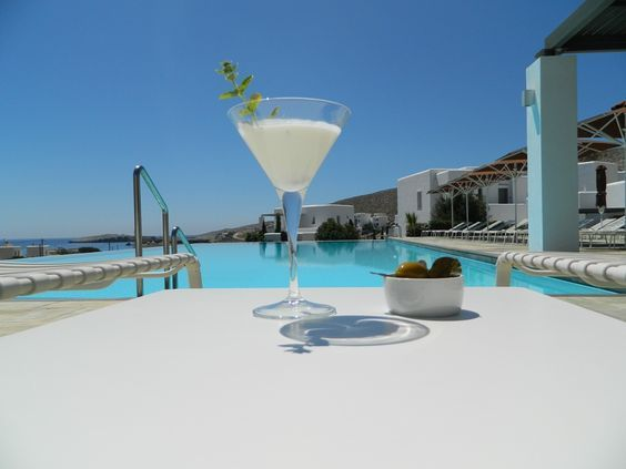 Yes please cocktail by the pool...!