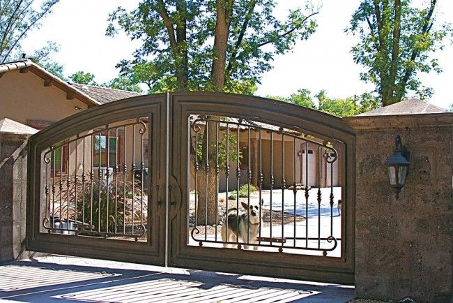 Love this driveway gate