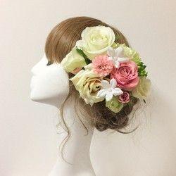 結婚式、成人式、卒業式などのお着物、ドレスに、お祭りの浴衣に合わせて髪飾りはいかがですか(o^^o)お花の髪飾りセットです。パーツはテーピングし、Uピンは錆びにくいものを使用しています。★セット内容保存ボックスバラ、マム、ガーベラ、ラナンキュラスなど11本セット(3本Uピン、8本パーツ)オリジナル髪飾りも承っております(o^^o)本数やお花の種類によりお値段が変わりますので、ご希望の方はコメントより相談くださいませ。商品はひとつひとつハンドメイドになります(^O^)時期などにより、お花の種類が多少変わる場合がございますが、基本的には同じ色、同じお花の種類でお送りします。