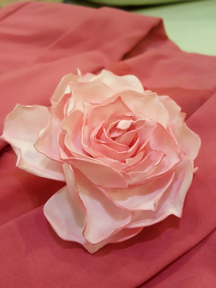 Дамасская роза из флористической замши. Тонировка акрилом