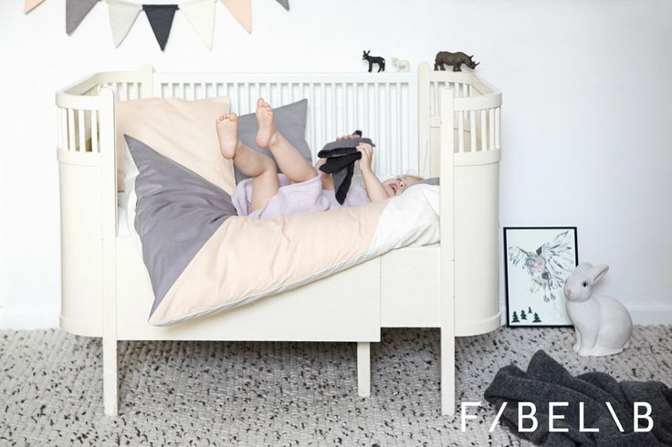 time to sleep and cuddly in soft and beautiful sleepy baby bedding set! perfect for the baby girls nursery! SLEEPY BABY ALISAN organic bedding set for babies in beautiful colours and with a graphic patchwork pattern matching the blanket play-fold-bird Alisan. Gots certified. ©fabelab 2014 foto: Patricia Weisskirchner