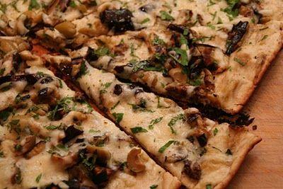 Mat På Bordet | En matblogg med oppskrifter fra morgen til kveld | Pizza med aubergin og oliven