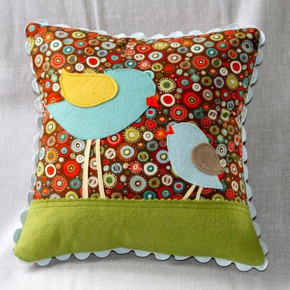 birds! I LOVE THIS!!!!!!Little Birds, Sweets Birds, Birds Pillows, Colors Schemes, Felt Birds, Bird Of Paradise, Decor Pillows, Baby Birds, Birds Of Paradise
