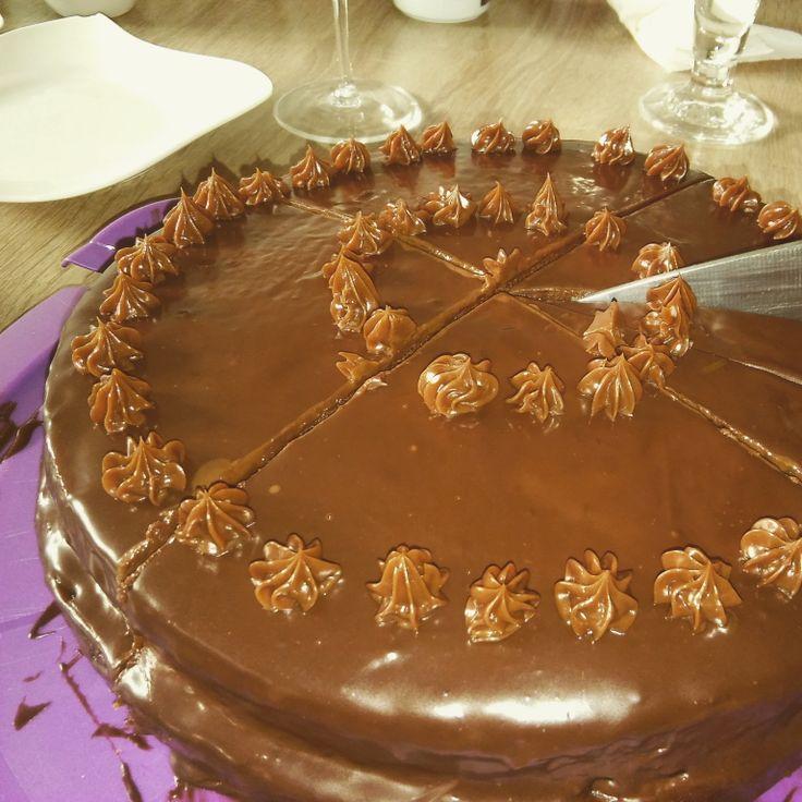 Come si prepara la Sachertorte, forse la torta al cioccolato più famosa al mondo