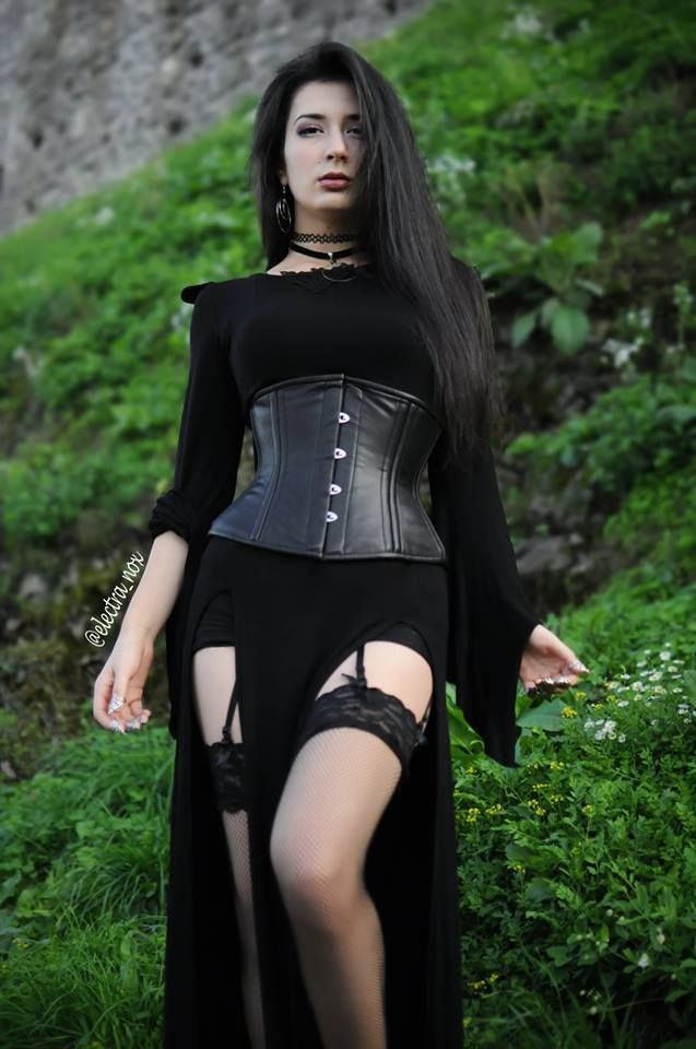Model: Electra Nox Welcome to Gothic and Amazing | www.gothicandamazing.com