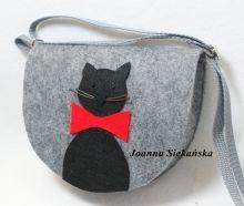 mała torebka filcowa z kotkiem