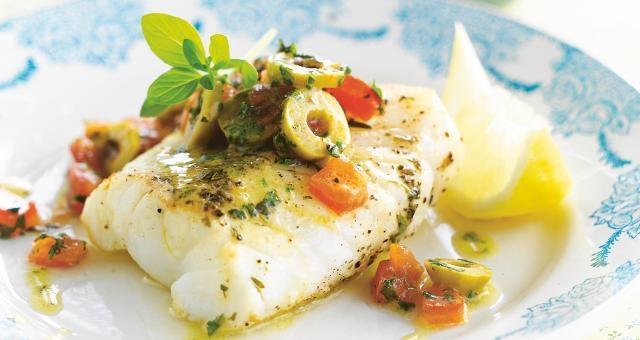 Kabeljauw met warme olijfsalsa - uit: Gezond koken in een handomdraai - Weight Watchers   Lannoo