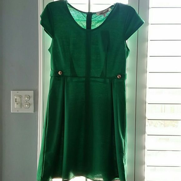 New green mini dress. Francesca's Green cap sleeve dress from Francesca 's. Very cute , excellent condition Francesca's Collections Dresses Mini