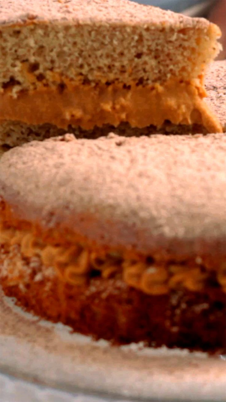Delicioso bolo churros que além de lindo e fácil de fazer fica super fofinho.