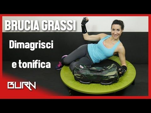 Allenamento brucia grassi cardio HIIT con trampolino (30min) - Burn 05 - YouTube