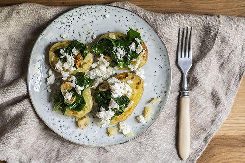 Feta dodá bramborám fantastickou chuť a špenát s česnekem správný říz