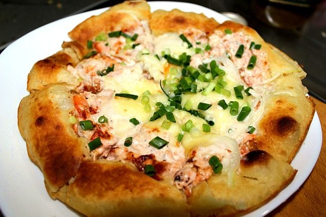 これ、今までのピザの中で一番美味しかったです。 - 14件のもぐもぐ - ナンピザ サーモンマヨオニオン by さくたろう