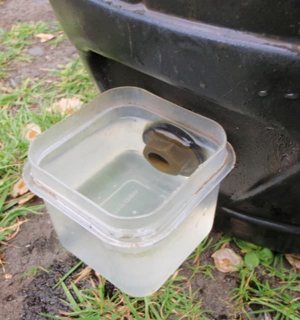 "homemade chicken waterer- so stinking simple and smart! (Wonder if you could do the same thing with a large ""Gatorade"" cooler and give your hens cool water in the summer.)"