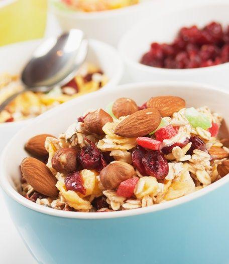Få en endnu mere spændende morgenmad ved at lave din mysli helt selv. Her får du opskriften på , hvordan du laver hjemmelavet mysli.