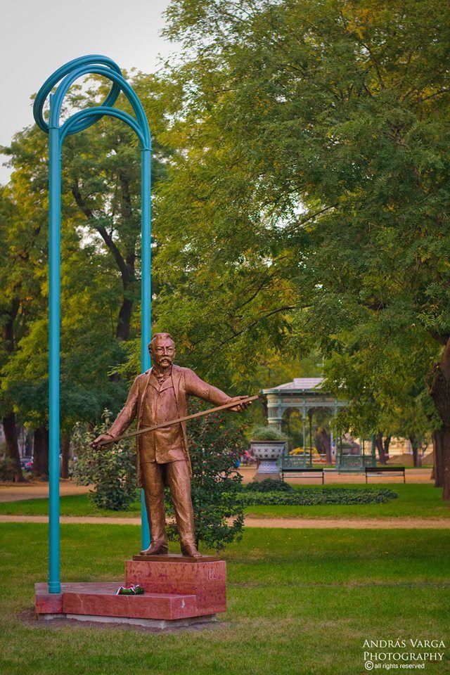 Ybl Miklós szobra a Zichy ligetben, Székesfehérvár, Hungary