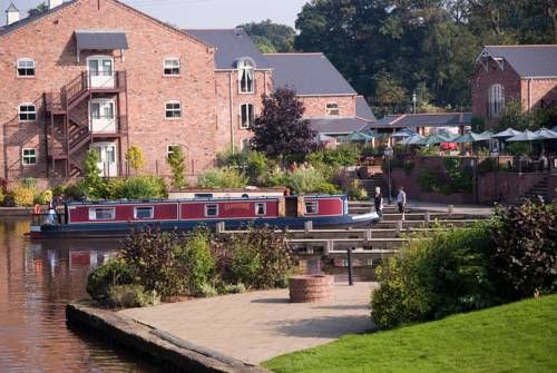 Lion Quays Hotel (****)  LIDIO SANTO MARIO URATI has just reviewed the hotel Lion Quays Hotel in Chirk - United Kingdom #Hotel #Chirk