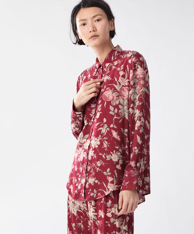 Koszula w czerwone kwiaty - Koszulowe - Modowe trendy AW 2016 dla kobiet na stronie Oysho: bielizna, odzież sportowa, motywy etniczne i cygańskie, buty, dodatki, akcesoria i stroje kąpielowe.