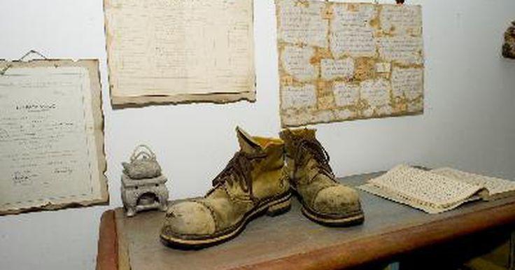 La historia de los zapatos Keds. Si Levi's es considerada la marca de pantalones vaqueros básicos clásicos, los zapatos Keds podrían ser considerados como la marca por excelencia en el ámbito de las clásicas zapatillas deportivas. Por más de un siglo, los zapatos Keds han logrado mantener su posición en el mundo rápidamente cambiante de la moda del calzado, manteniéndose a flote ...