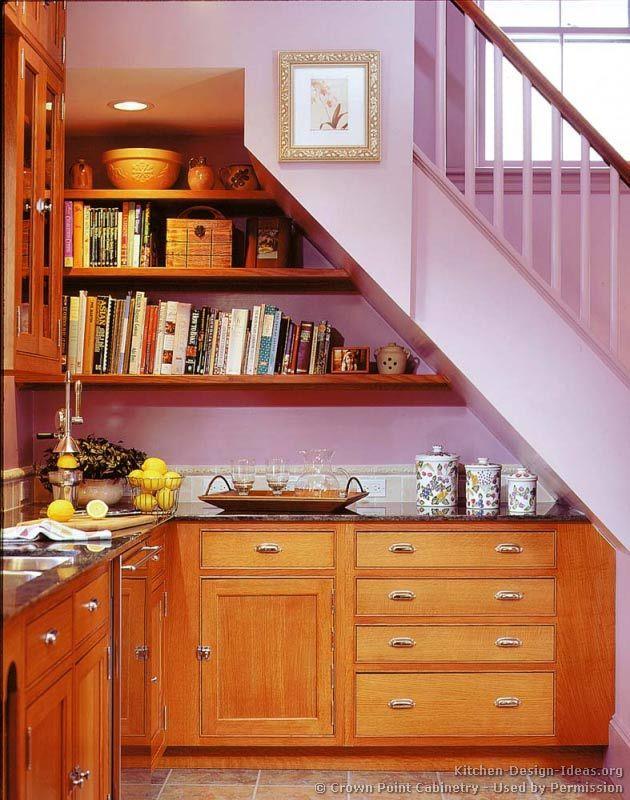 также спросил кухни под лестницей фото форму крышкой или